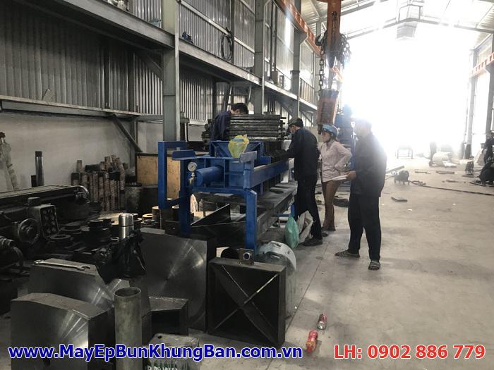 Một model máy ép bùn khung bản Việt Nam đang dần hoàn thiện và được kỹ thuật tập trung lắp ghép