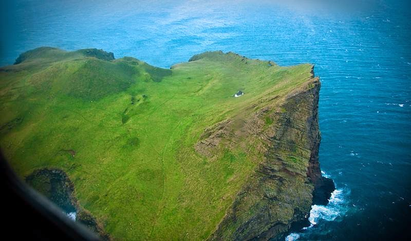 Elliðaey Island Vestmannaeyjar, Iceland — Living on the cliff, A different view of the lonely house.