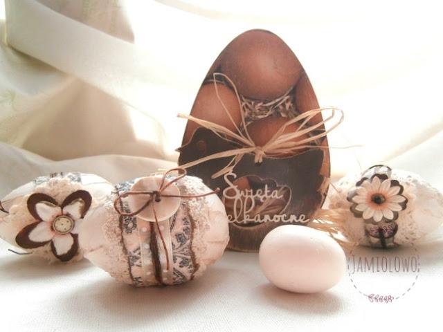drewniane jajko ozdobione decoupage'm