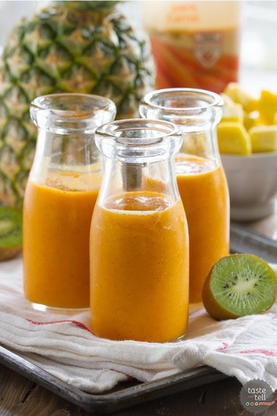 Tropical Carrot Smoothie. Bahan: wortel, nanas, mangga, kiwi.