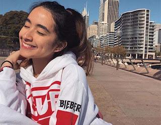 Nadia Raisya Senyum
