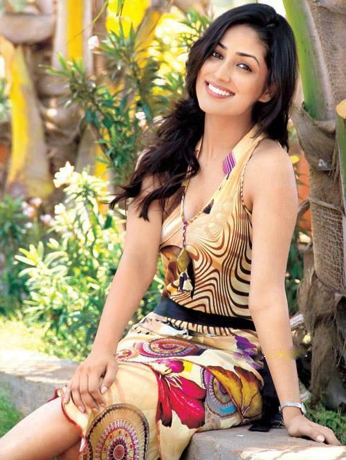 Download Beauty Yami Gautam Photos Wallpaper