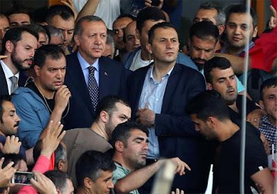 Sosial Media dan Upaya Erdogan Bertahan dari Kudeta