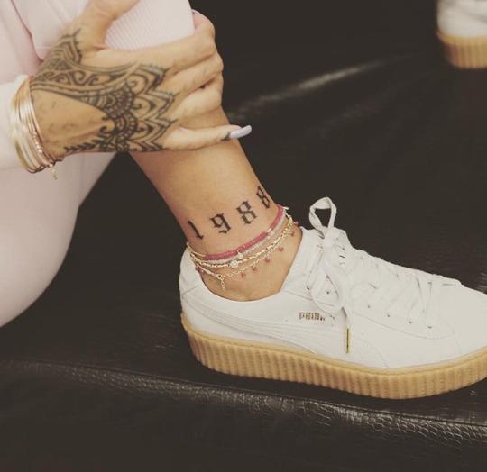 Hot Rihanna Tattoos on Hand & Foot