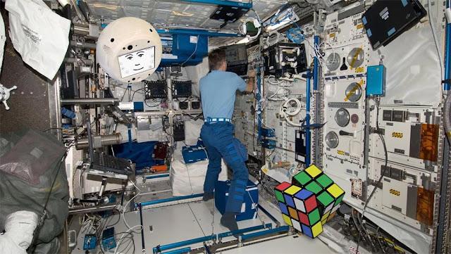 Uma das tarfeas de CIMON na ISS será resolver um cubo Rubik