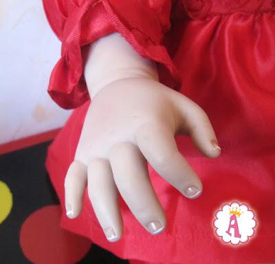 Рука малышки девочки Scarlette. Кукла Paradise Galleries напоминает живого ребенка