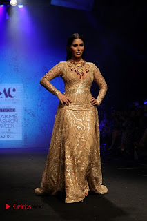 Actress Model Sophie Choudry Walks On Ramp For Abha Choudhary At LFW Summer 2017  0004.jpg
