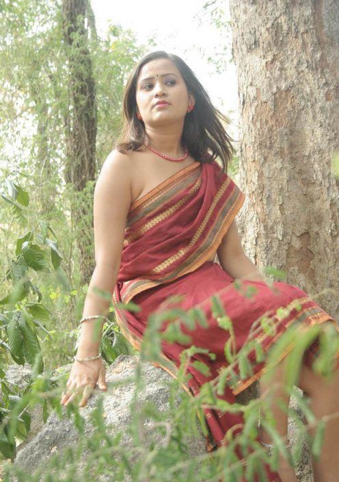 Desi Indian masala aunty photos hot mallu bhabhi images ...  Desi Indian mas...