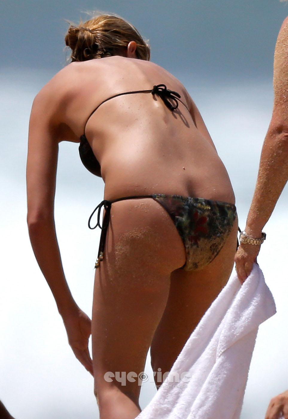 Heidi Klum Heidi Klum - Nipple Slip On The Beach In -4142
