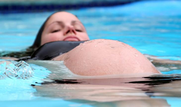 Panduan Olahraga Renang Paling Aman Untuk Ibu Hamil