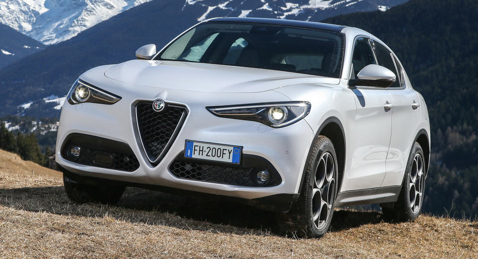 alfa romeo announces base 2018 stelvio with 280hp for the usa. Black Bedroom Furniture Sets. Home Design Ideas