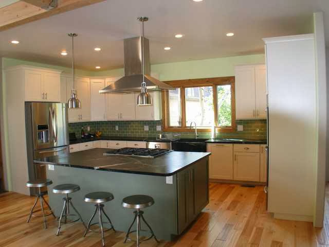 Kitchen with contrast wall color