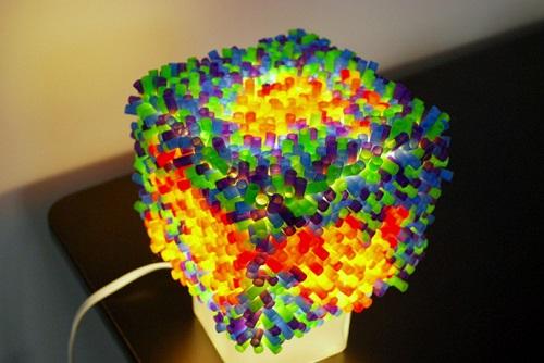 Lampu meja warna warni dari sedotan