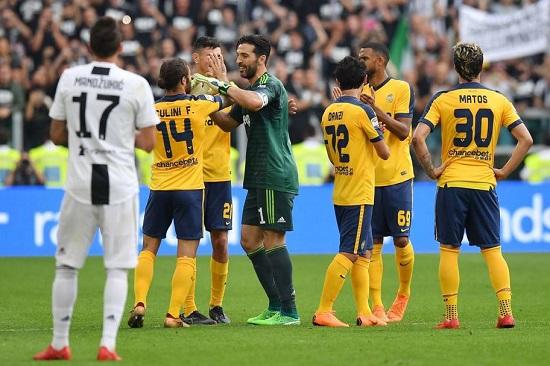 Buffon nghẹn ngào trong ngày chia tay Juventus
