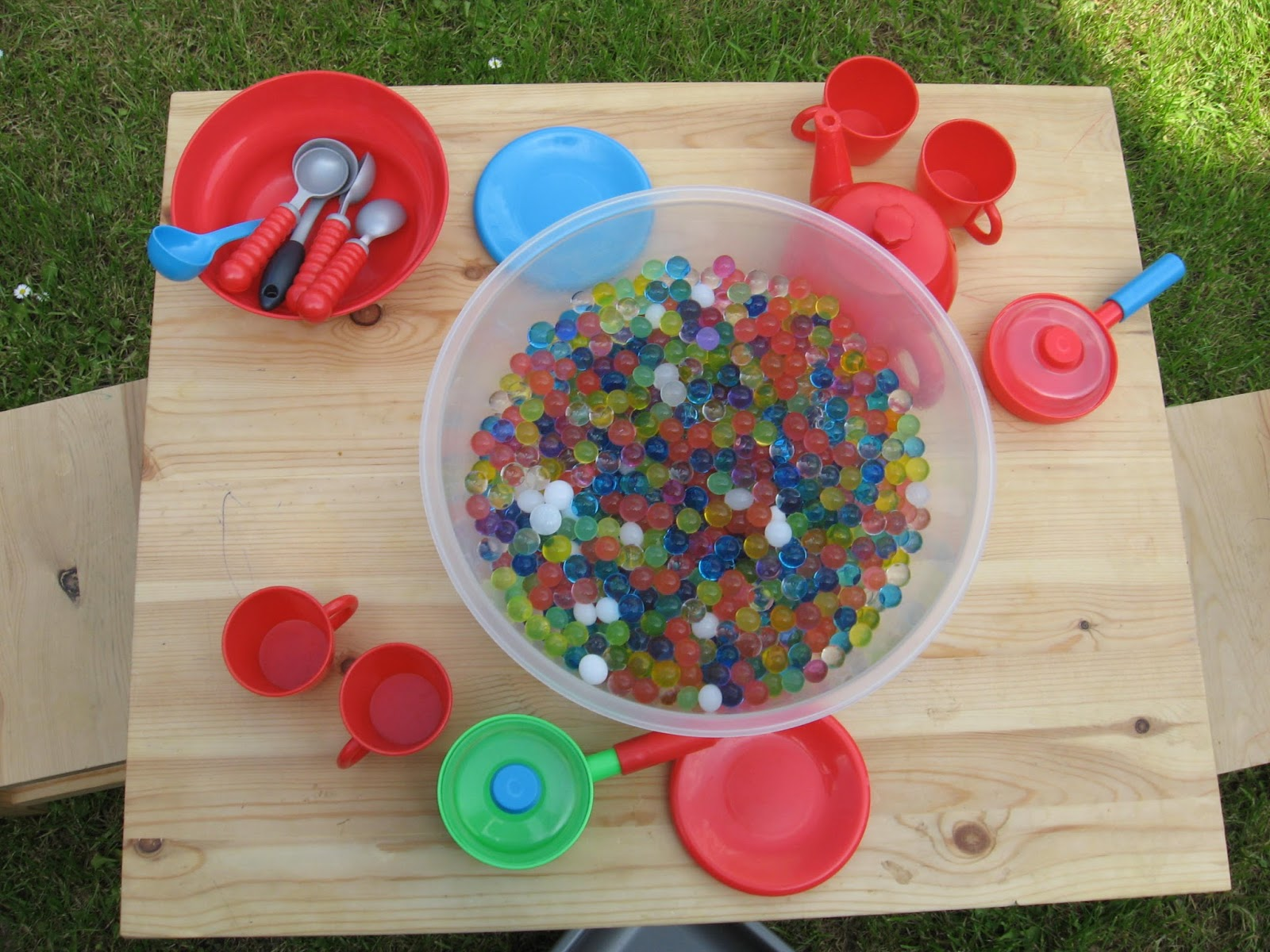Loving Life With Little Ones Water Bead Play