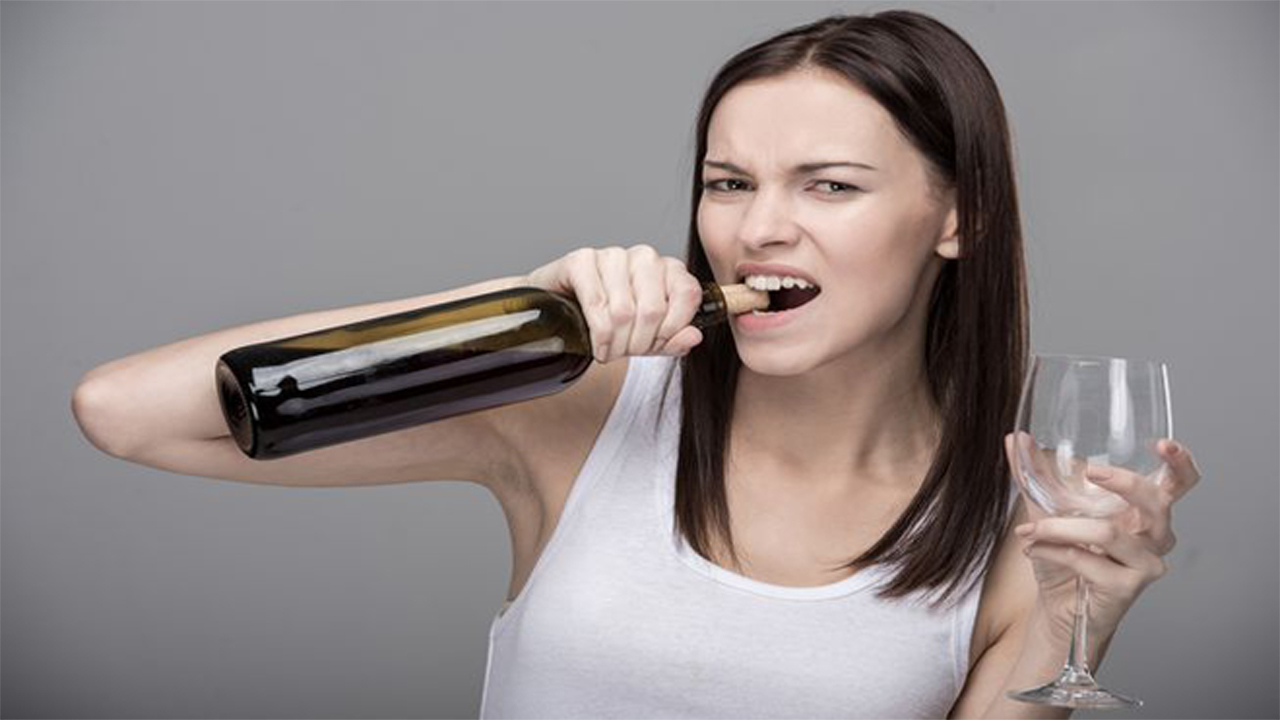How to open a bottle of wine without a corkscrew?