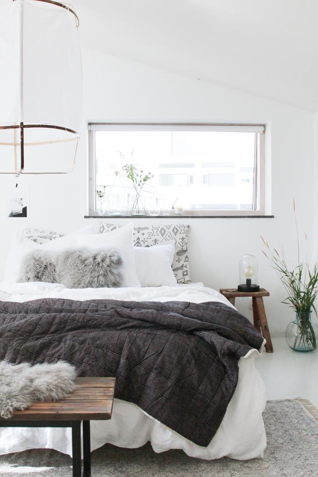 Dormitorio con textiles de invierno