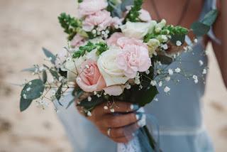 صور ورد عروسة تحمله فى زفاف