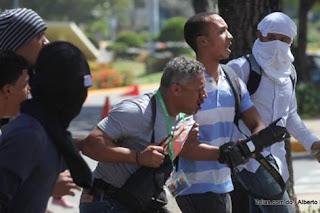 SNTP condena agresión policial a reportero de El Caribe durante protestas en la UASD