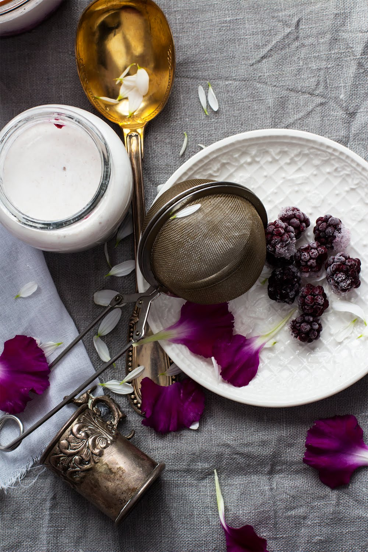 Yogur casero de mora sin yogurtera