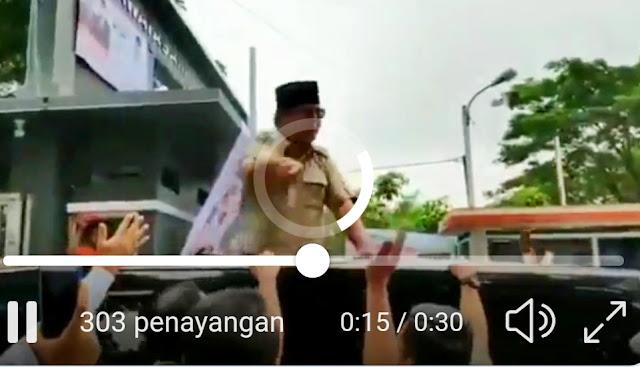 Calon Presiden nomor urut 02, Prabowo Subianto melanjutkan safari politiknya ke kawasan Cianjur, Jawa Barat. Pada lawatannya kali ini, Prabowo sempat menegur salah satu pasukan pengamanannya seperti yang tersebar di sejumlah sosial media.