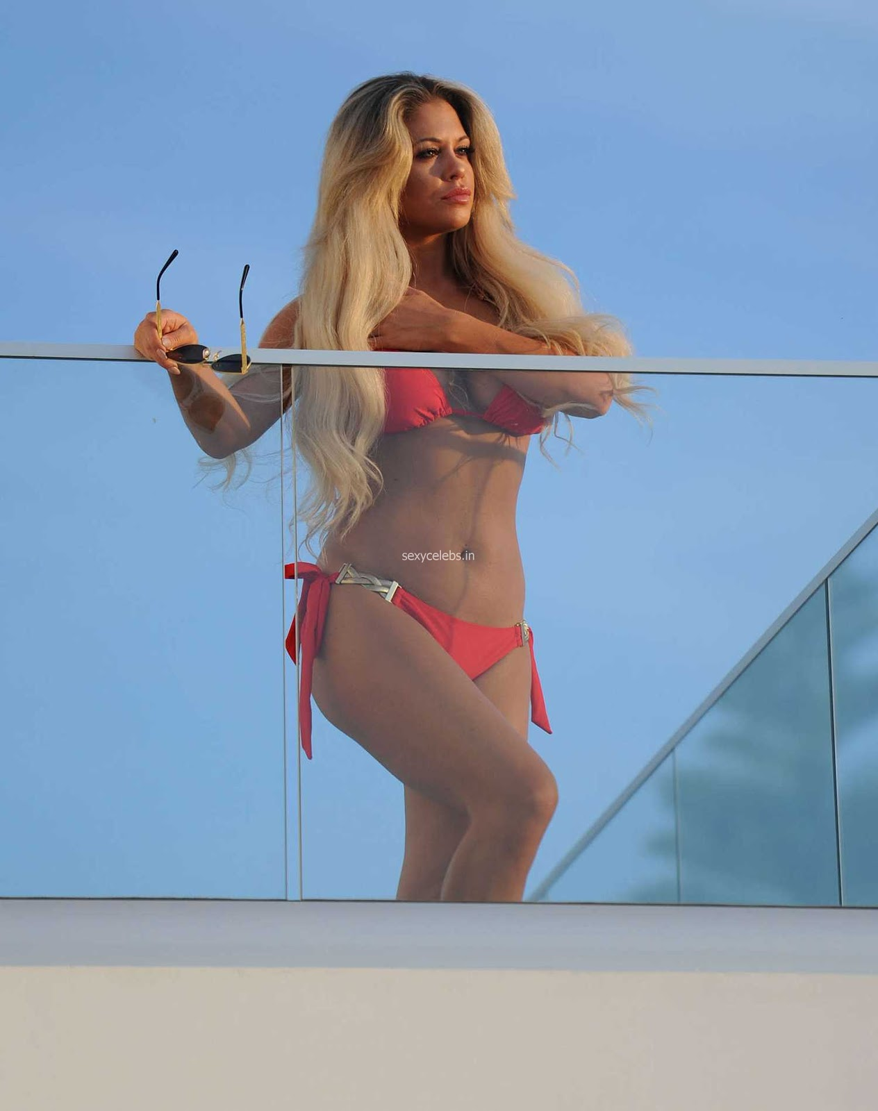 Bianca Gascoigne in Red Bikini candids - Sexy videshii Mama Hot Busty Beauty WOW