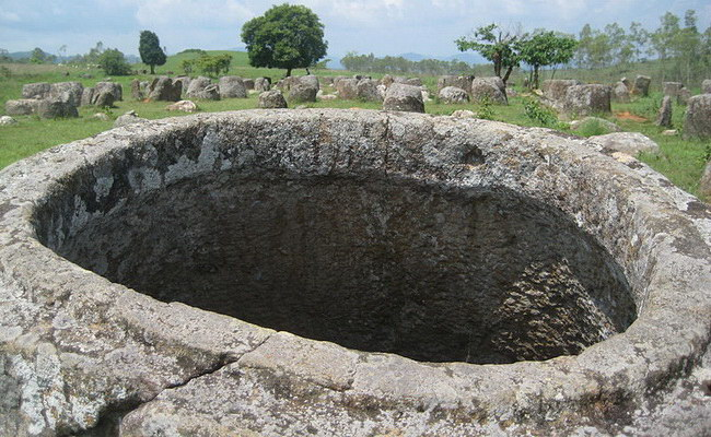 www.xvlor.com Plain of Jars is megalithic burial landscape in Xiangkhoang Plateau