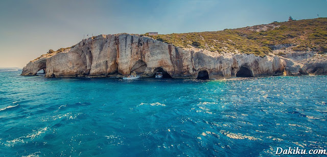 7 Of the Most Beautiful Sea Caves in the World
