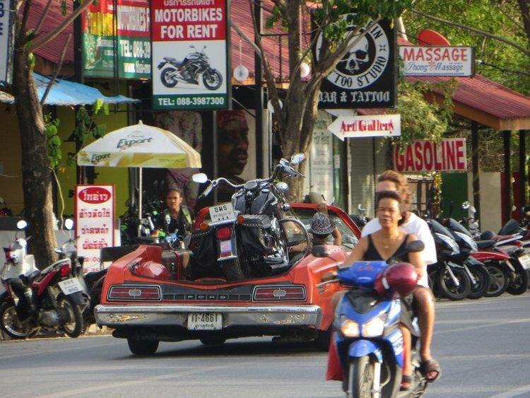 Легковая машина для перевозки мотоцикла