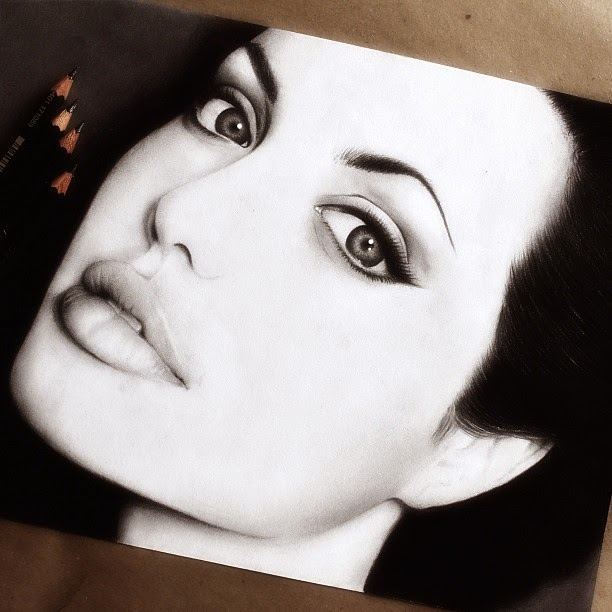 02-Angelina-Jolie-Raymond-Gunawan-Minimalist-Celebrity-Drawings-mostly-Black-and-White-www-designstack-co
