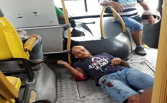 Suspeito de roubo morre após ser baleado dentro de ônibus em Aracaju