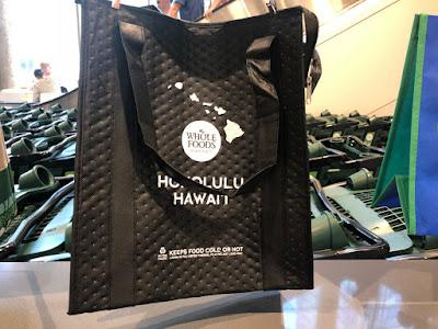 ハワイのホールフーズマーケット限定、保冷加工になっているバッグ