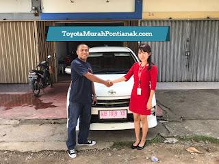 Pak Victor beli Agya 1.0 G M/T warna putih - Harga Toyota di Pontianak