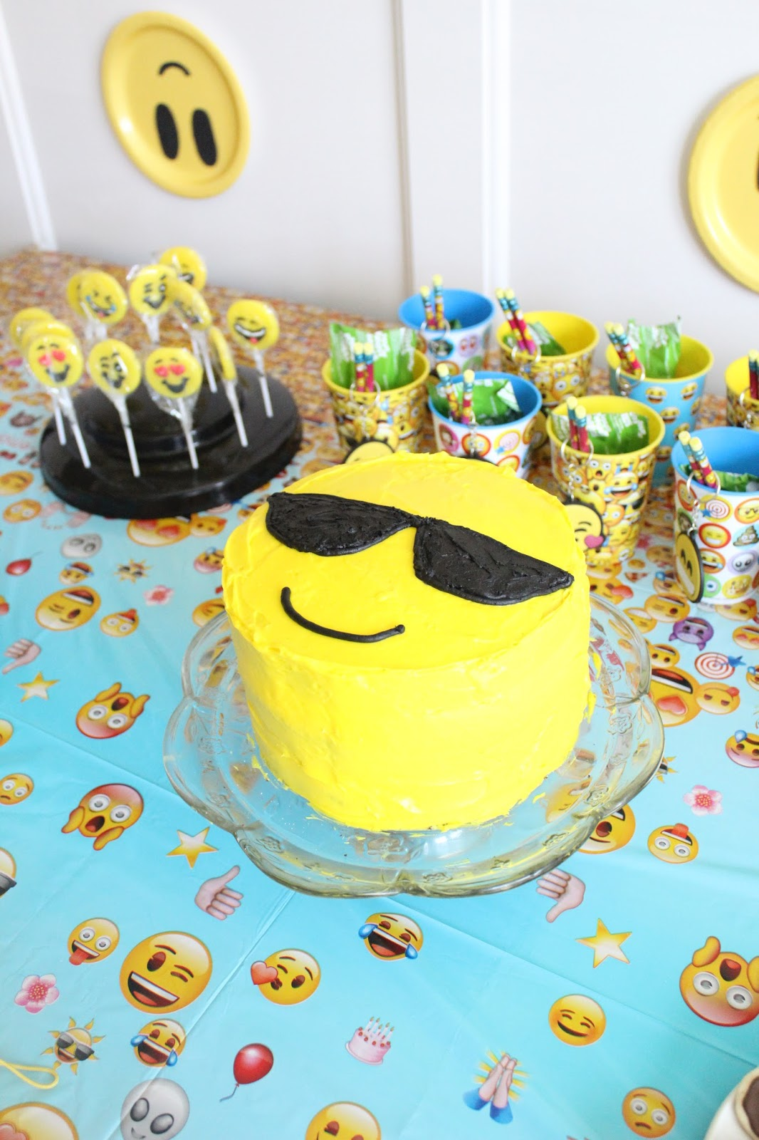 DIY easy emoji cake