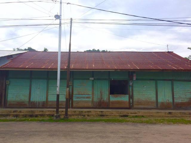 foto bangunan pemukiman pasar sedau - ng liau tampak masih utuh dan masih terawat