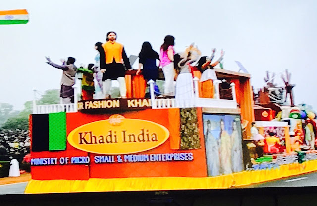 Pearl Academy strengthens its partnership with Khadi India