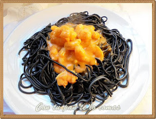 Espaguetis negros con langostinos