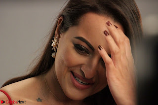 Sonakshi Sinha stunning Red Gown at Nach Baliye Season 8 interview 004.JPG