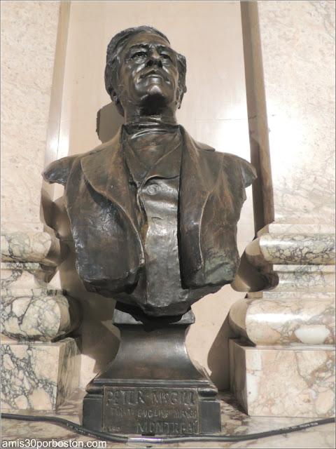 Ayuntamiento de Montreal: Escultura del Segundo Alcalde