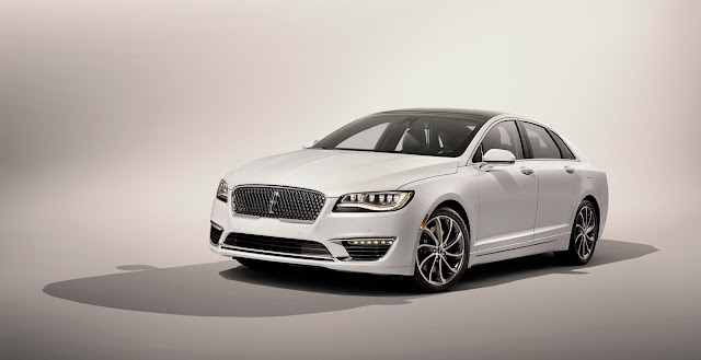 Front 3/4 view of 2017 Lincoln MKZ