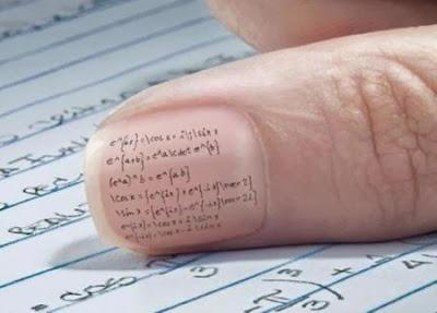 Ketika ujian ataupun  ulangan umum saat sekolah dulu niscaya kau tidak  gila 5 Cara Mencontek Paling Konyol yang Pernah di Lakukan