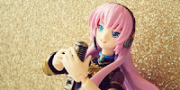 http://www.optimisticpenguin.com/2011/02/figma-megurine-luka-review.html