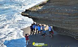 pantai batu karang tajam - Batu Hiu