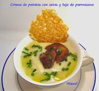 Crema de patata con setas y tejas de parmesano