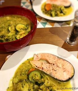 image Légumes au curry indien et darne de saumon vapeur