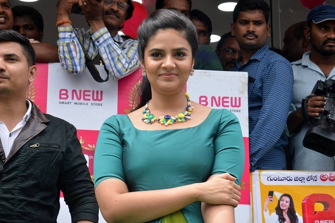 Sreemukhi at B New Mobile Store in Guntur Photos