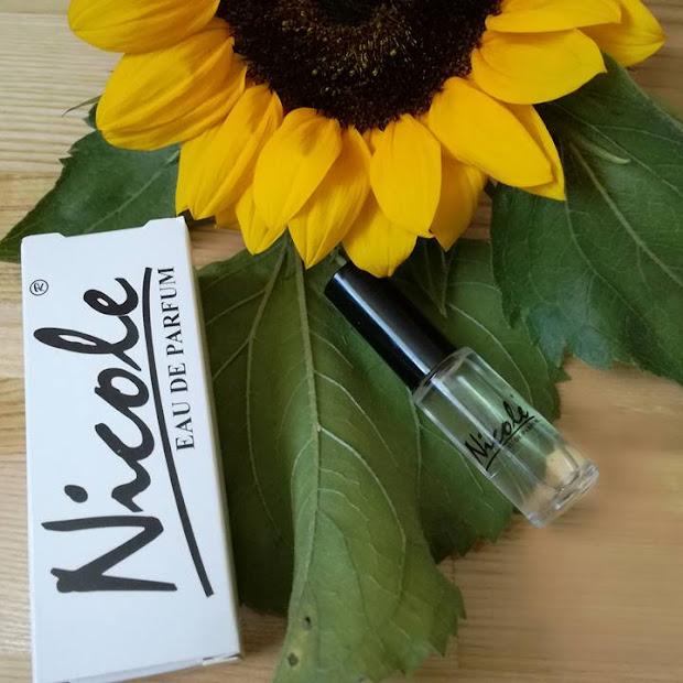 Nicole - Czyli jak zmieścić perfumy w torebce