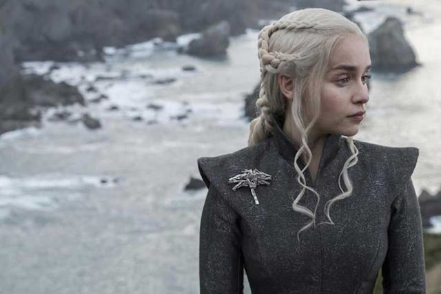 GAME OF THRONES   Emilia Clarke si tinge i capelli!