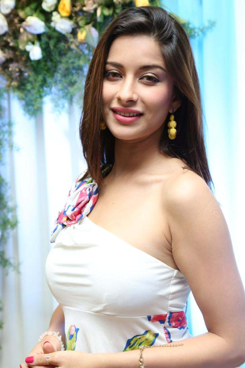 Actress Madhurima/NyraBanerjee Latest HD Images