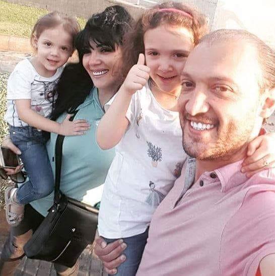 نادين سلامة برفقة زوجها وابنتيها